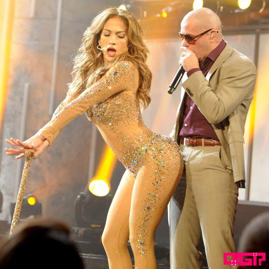 """Vem ficar molhadinho com JLo e Pitbull no clipe de """"Live It Up""""!"""