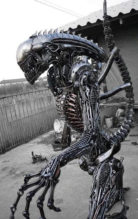 Alien de metal