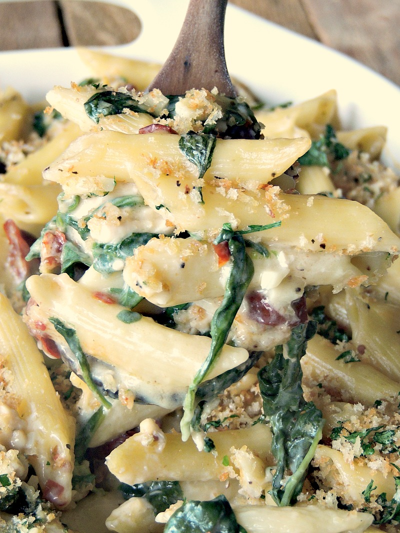 Chicken Florentine Pasta Bake - This hearty meal takes your favorite comfort food to the next level and is done in 30 minutes from www.bobbiskozykitchen.com