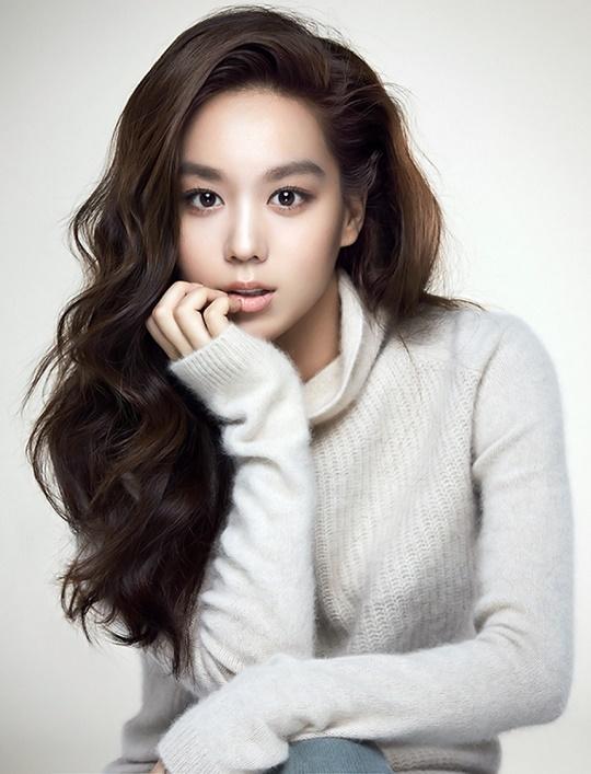 Setelah Lee Jong Suk, Aktris Kim Hee Jung Juga Masuk YG Entertainment!