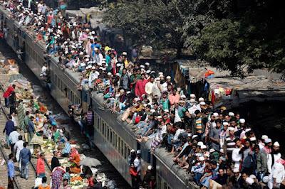 12 Foto Suasana Kereta Api di India Ini Ini Bikin Ngeri, Berani Naik?