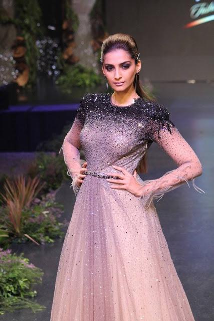 Sonam Kapoor Stills At Blenders Pride Fashion Tour 2017