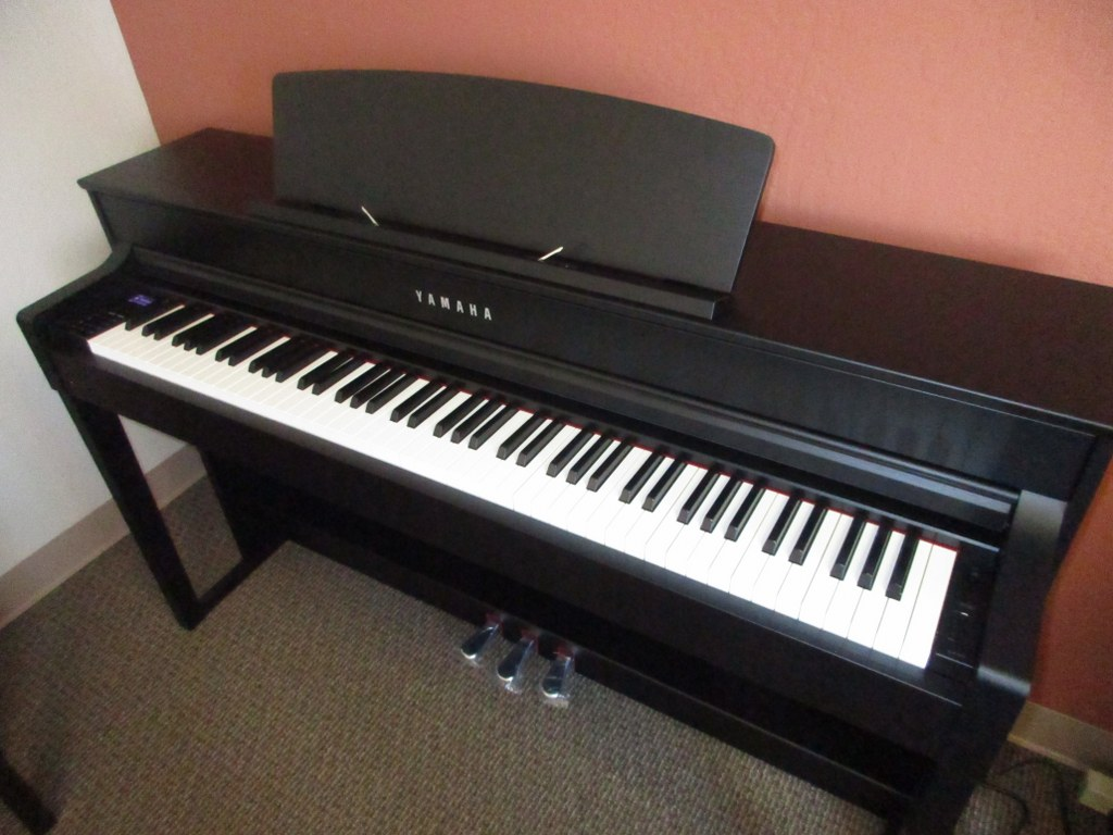 Az piano reviews review yamaha clp535 clp545 clp575 for Yamaha clavinova price list