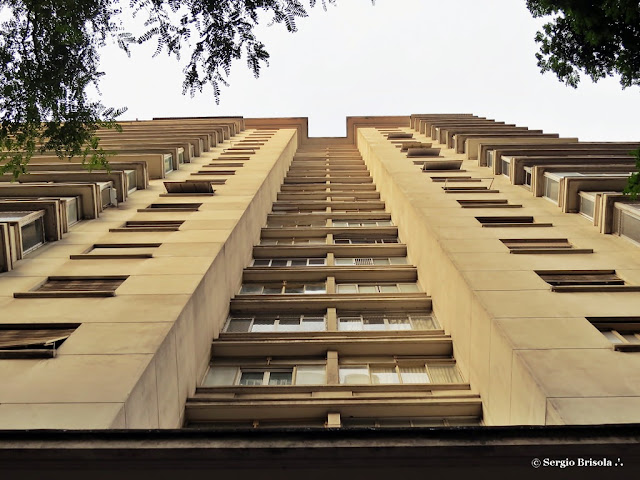 Perspectiva inferior da fachada do Edifício Santa Rita - Centro - São Paulo