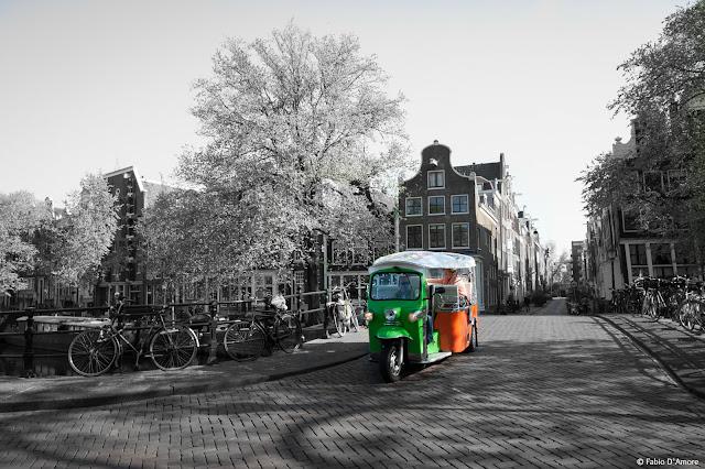 Apecar sui canali di Amsterdam