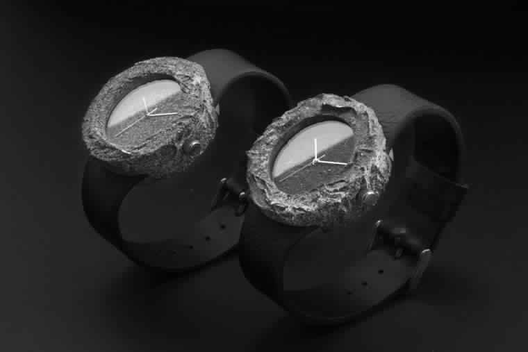 """تعرف على ساعة """"Lunar Watch"""": ساعة صنعت من صخرة قمرية حقيقية!"""