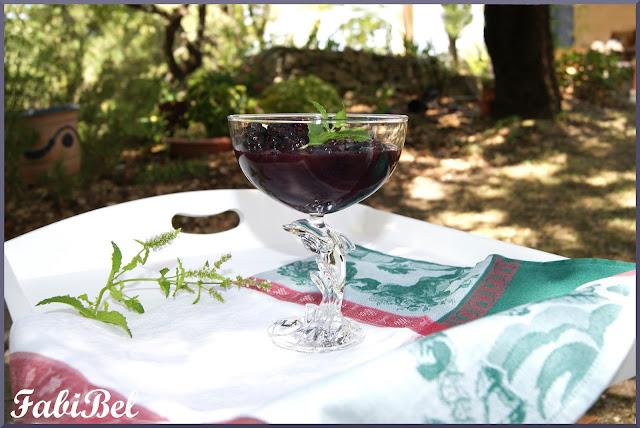 recette pêches au vin rouge et à la menthe fraîche