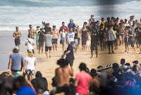 9 Kelly Slater Billabong Pipe Masters foto WSL Damien Poullenot
