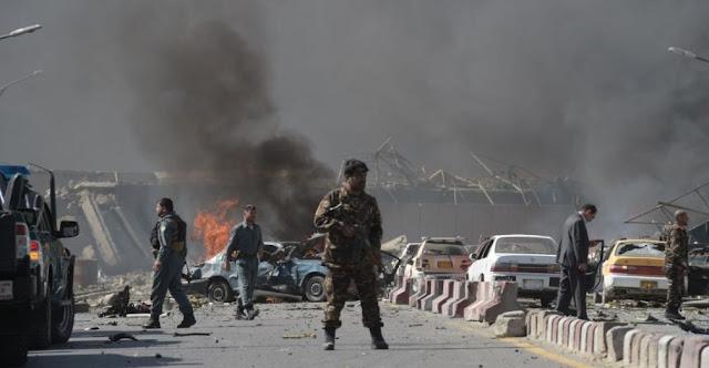 Um caminhão bomba matou pelo menos 80 pessoas e feriu outras centenas, disseram autoridades de Cabul, Afeganistão
