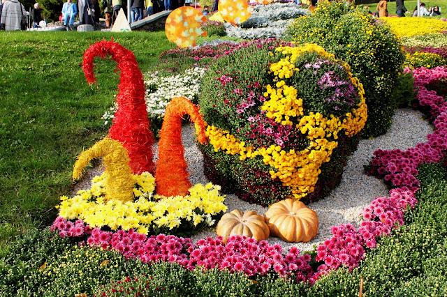 Тыквы в составе цветочной инсталляции