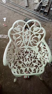 kursi taman antik