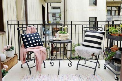 55 desain cantik balkon sempit pada rumah tingkat