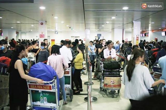 Rồng rắn xếp hàng chờ làm thủ tục tại sân bay Tân Sơn Nhất