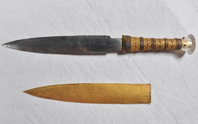 The meteoritic origin of Tutankhamun's iron dagger blade