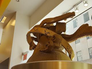 escultura de legos