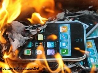 Rabino llama a quemar iPhones