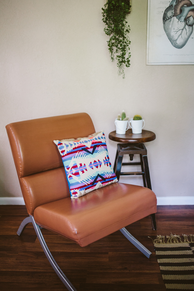 Vinyl chair makeover with rub n restore