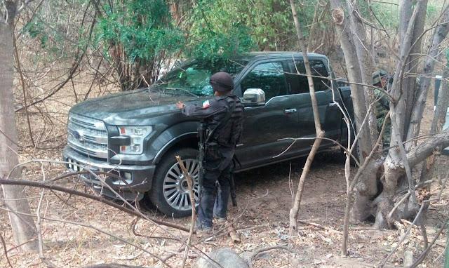 Fotografías: Militares aseguran camionetas de lujo a sicarios , equipo táctico, cientos de cartuchos y cargadores para fusiles de alto calibre