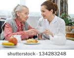 Aide-soignant et retraité en EHPAD