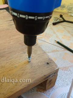proses melubangi lubang sekrup roda