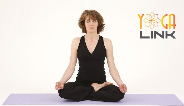 Mỗi ngày một tư thế Yoga || 26 Tư thế nửa hoa sen
