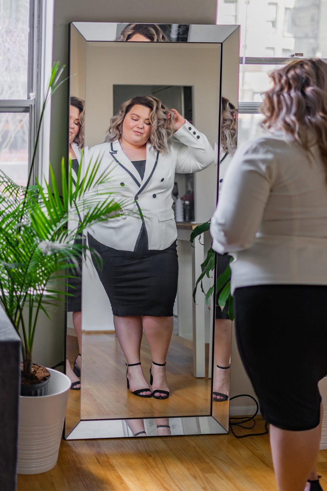 Chicago petite plus size fashion blogger, model, and youtuber reviews Mareé Pour Toi and shares her favorite plus size work wear clothing.