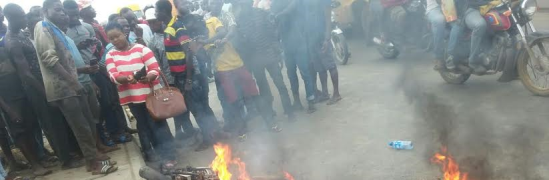 Horrible Photos: Suspected thief burnt to death by angry mob in Lagos