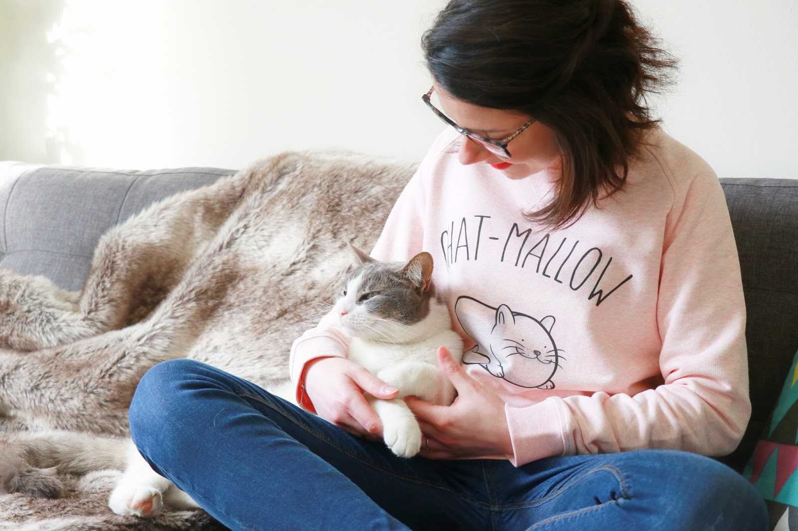 le fabuleux shaman chat mallow nouvelle collection tenue look pull over rose animaux de compagnie chamallow de paques hema les gommettes de melo