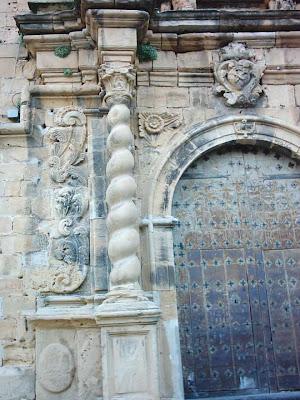 iglesia ,San Bartolomé, plaza ,Beceite ,Beseit, puerta de la iglesia