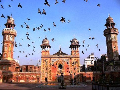 Hanya Lima Orang Diizinkan Shalat Jamaah di Masjid Pakistan