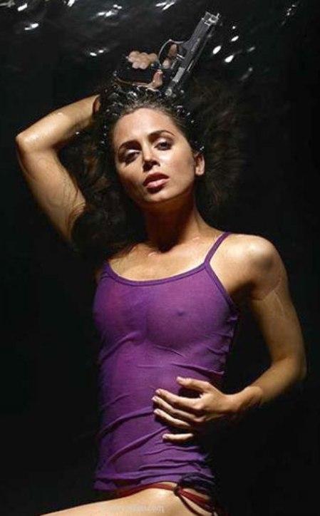 Jenette goldstein boobs
