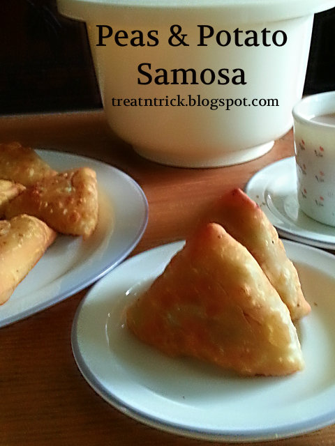 Peas Potato Samosa Recipe @ http://treatntrick.blogspot.com