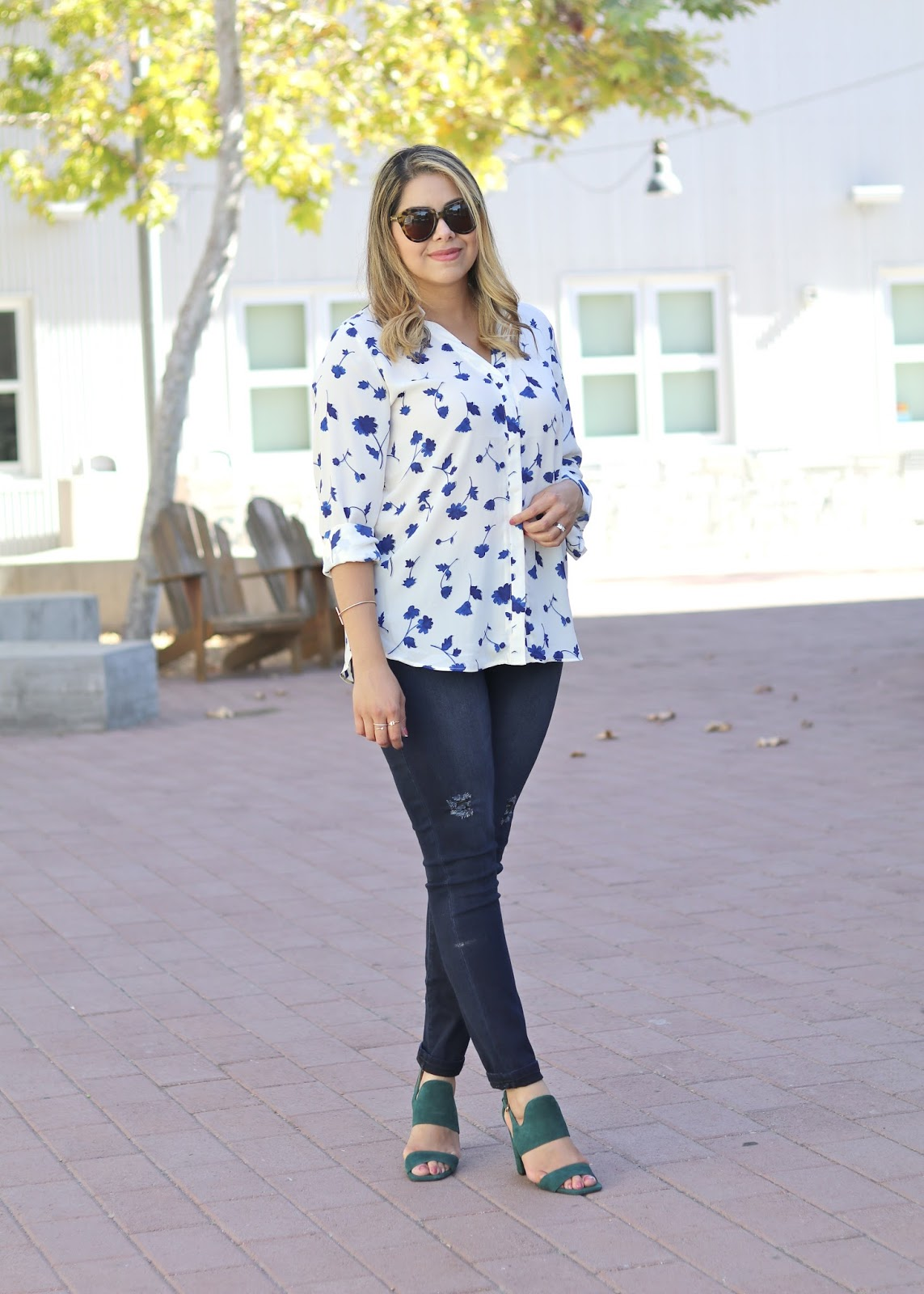 mexican fashion blogger, cabi dusk destructed skinny jeans, the perfect skinny jeans, floral outfit, casual florals
