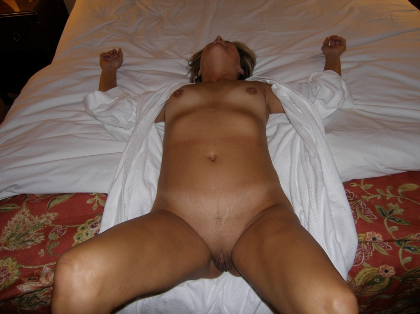college-pictures-of-my-wife-sleeping-licking-pussy