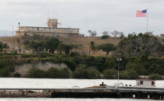 Rechazan en París la base militar de EE.UU. en Guantánamo