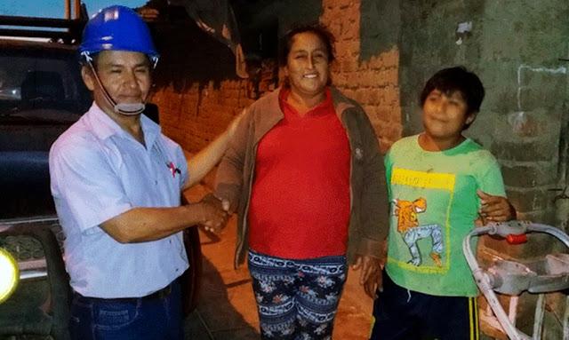 La electricidad que se gestiona para el hogar de un niño que estudia en la calle