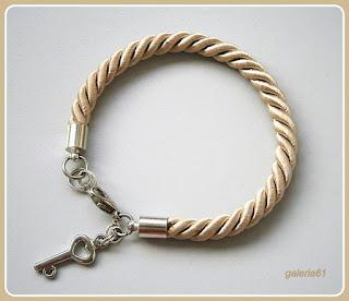 bransoletka sznurek skręcany ecru, beżowa z zawieszką