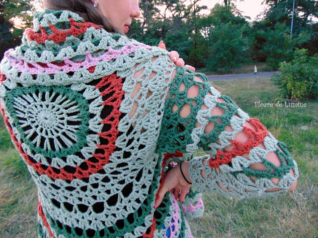 Taina Celei mai Frumoase - jacheta dantelata , crosetata manual din lana merino