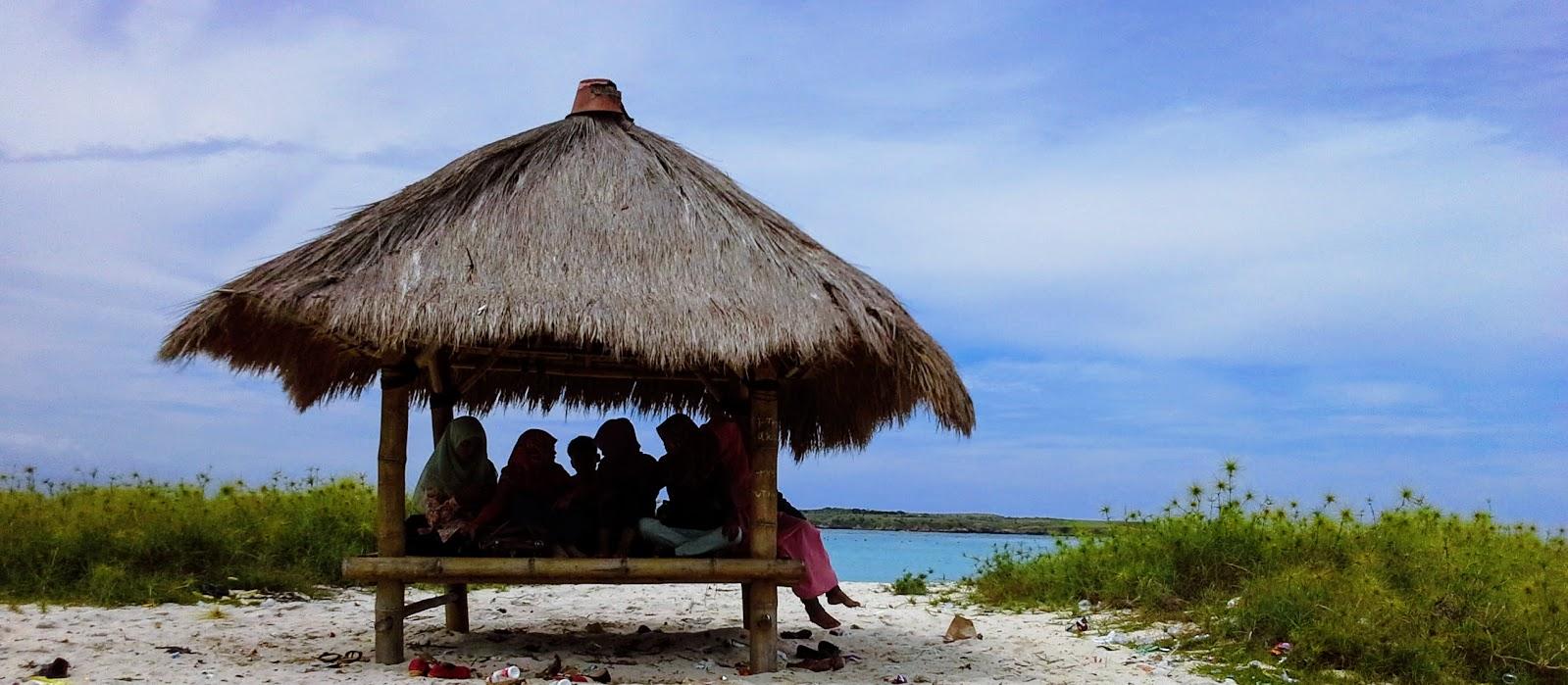 Pantai Cemara Lombok Timur Pantai Di Tepi Jalan Reamuski