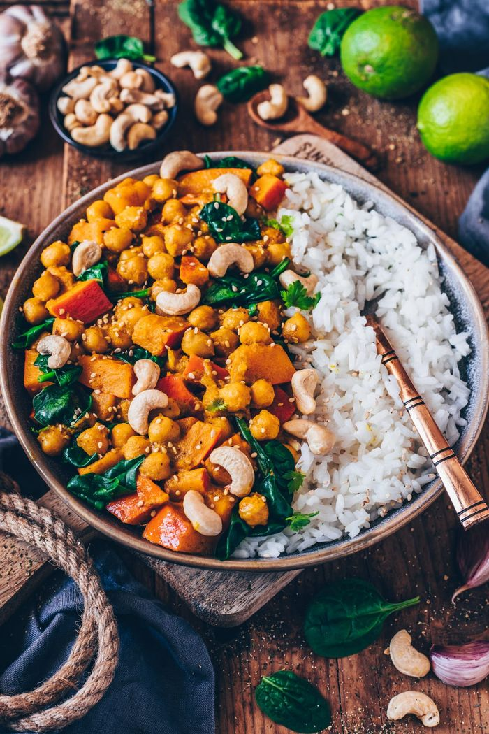 Not only tasty but healthy Pumpkin Chickpea Curry. Need more recipes? Find 25 Super Healthy Vegan Dinner Recipes for Weeknights. vegan entrees | dinner vegan recipes | recipes vegan dinner #healthy #dinner #healthyeating #cleaneating