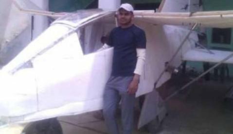 Siapa Sebenarnya Abdul Wajid, Pria 26 tahun yang bisa membuat pesawat terbang bermesin mobil ?