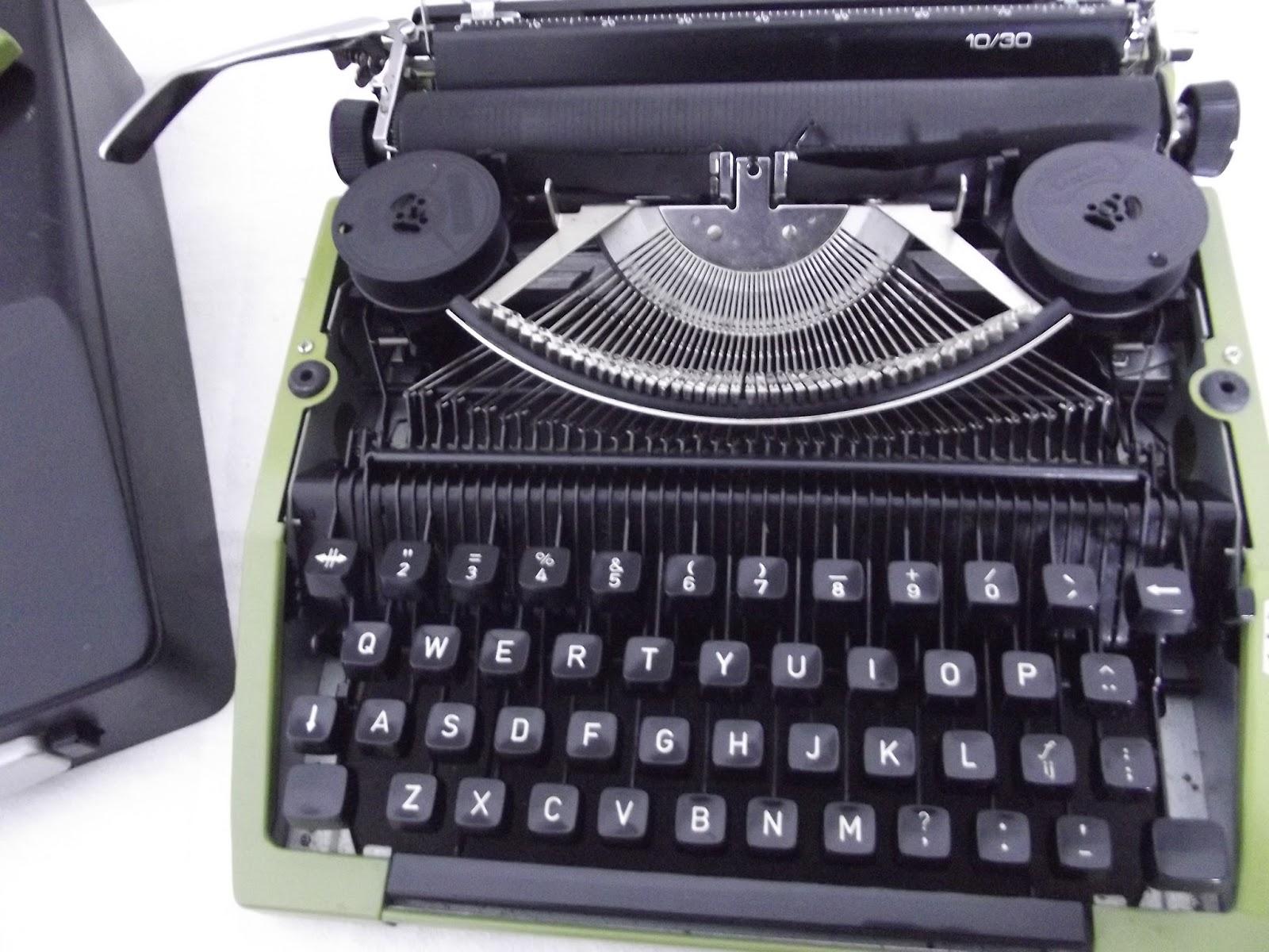 ancienne machine crire remington sperry vintage typewriter vert green. Black Bedroom Furniture Sets. Home Design Ideas
