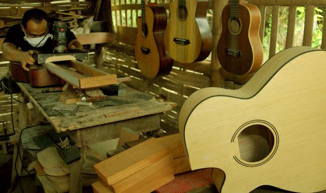 Peluang Usaha Pembuatan Gitar Industri Rumahan Menjanjikan