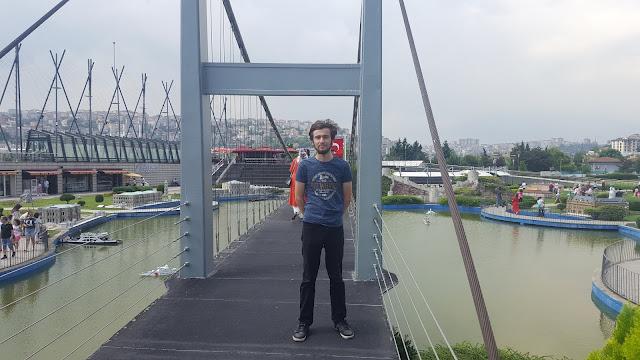 Harun İstenci İstanbul'da Miniatürk'te Boğaz Köprüsünde