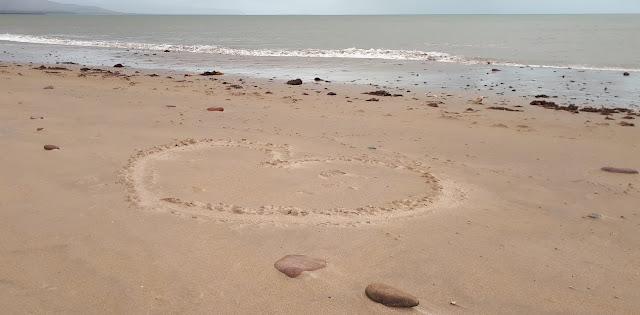 Sydän rantahiekassa, hiekkaranta, meri