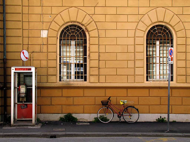 Bicycle and phone booth, via Marradi, Livorno