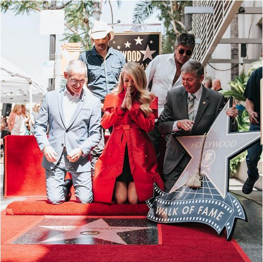 carrie-underwood-receives-star-on-hollywood-walk-of-fame