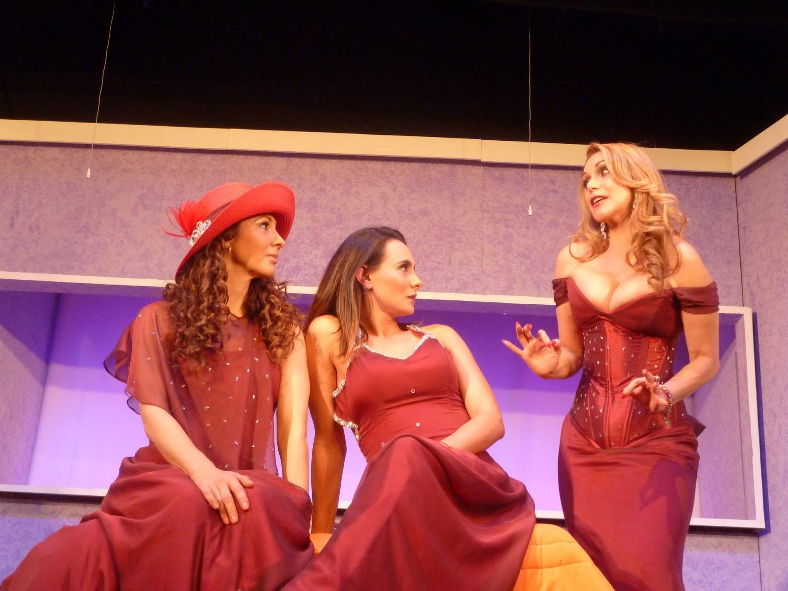 Galeria Teatral: 5 MUJERES CON EL MISMO VESTIDO