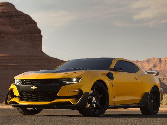 Dan a concoer el nuevo Camaro para la película Transformers