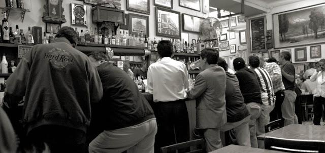 Estudio reveló que salir de fiesta con amigos es bueno para la salud de los hombres